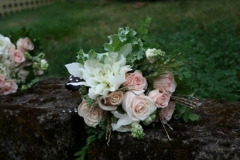 wedding-flowers-romantic-dahlias-roses-snowberries-14-600x401